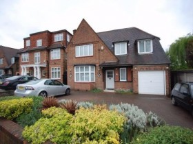 Click the photo for more details of Kingsgate Avenue