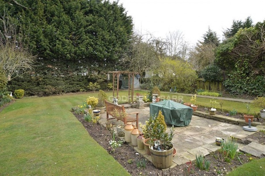 Hillside Gardens, Edgware - Photo 3