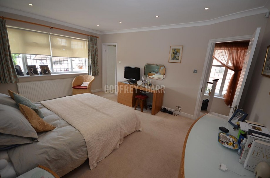 The Reddings, Mill Hill - Photo 12