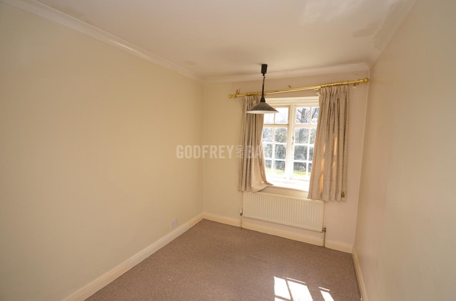 Godfrey barr estate agents full details for lyttelton for Balcony unreserved