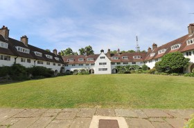 Click the photo for more details of Heath Close