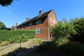 Click the photo for more details of Falloden Way