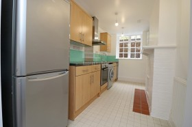 Click the photo for more details of Meadway Court C