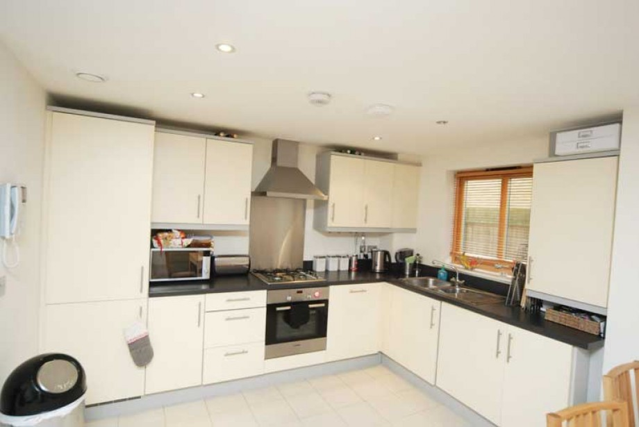 Liberty Court, Mill Hill, NW4 1Pw - Photo 3